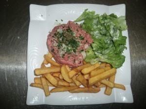 tartare frites salade